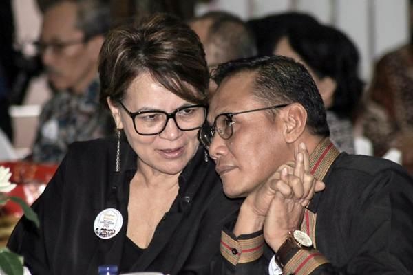 Kepala Badan Pusat Statistik Suhariyanto (kanan) berbincang dengan United Nations Population Fund (UNFPA) Indonesia Representative Annette Sachs Robertson dalam acara Kick-Off Meeting persiapan sensus penduduk 2020, di Jakarta, Rabu (14/2/2018). - JIBI/Felix Jody Kinarwan