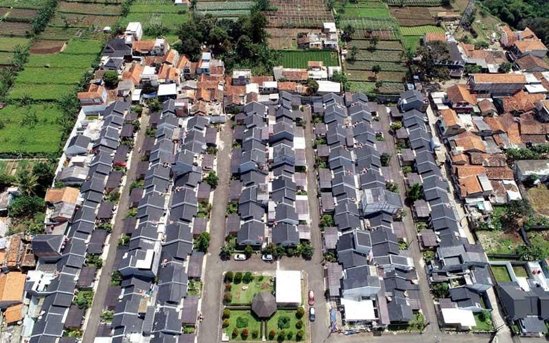 Foto udara perumahan di kawasan Cihanjuang, Kabupaten Bandung Barat, Jawa Barat, Minggu (5/4/2020). Bisnis - Rachman