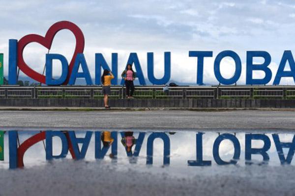 Dermaga Parapat Danau Toba, Kabupaten Simalungun, Sumatra Utara. - Antara/Andika Wahyu