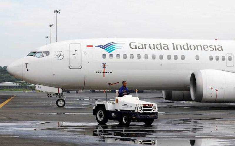 Teknisi beraktivitas di dekat pesawat Boeing 737 Max 8 milik Garuda Indonesia, di Garuda Maintenance Facility AeroAsia, bandara Soekarno-Hatta, Tangerang, Banten, Rabu (13/3/2019). - Reuters/Willy Kurniawan