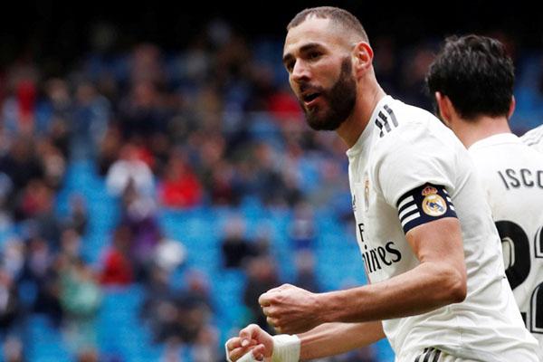 Penyerang Real Madrid Karim Benzema - Reuters/Javier Barvancho