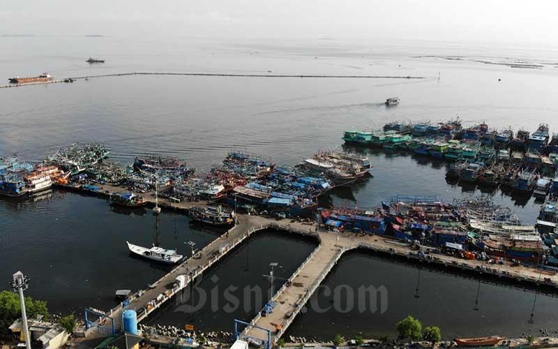Foto aerial kapal nelayan bersandar di Pelabuhan Muara Angke, Jakarta, Kamis (16/4/2020). Bisnis - Himawan L Nugraha
