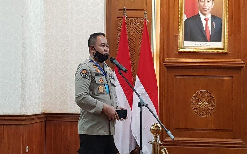 Kabid Humas Polda Jatim Kombes Pol Trunoyudo Wisnu Andiko saat di Gedung Grahadi Surabaya, Senin (20/4 - 2020).