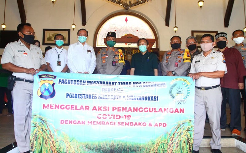Paguyuban Tionghoa Surabaya memberikan donasi pandemi Corona