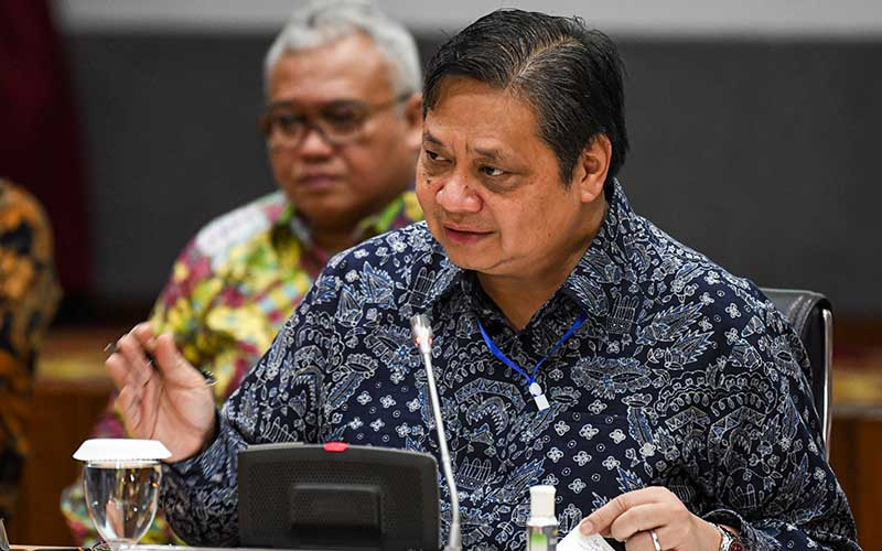 Menko Perekonomian Airlangga Hartarto saat menjawab pertanyaan wartawan terkait peluncuran situs resmi Kartu Prakerja di kantor Kemenko Perekonomian, Jakarta, Jumat (20/3/2020). - ANTARA/Nova Wahyudi
