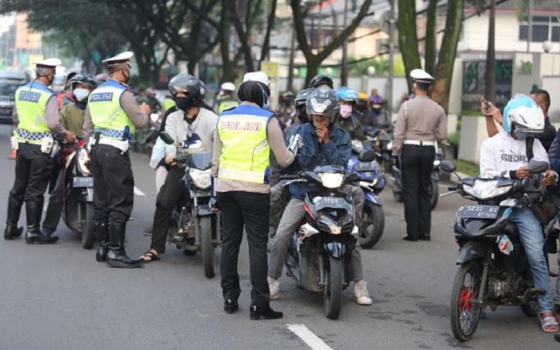 PSBB hari pertama di Kota Bandung - Bisnis/Dea Andriyawan