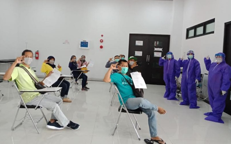9 Warga Cirebon Jalani Rapid Test Covid 19