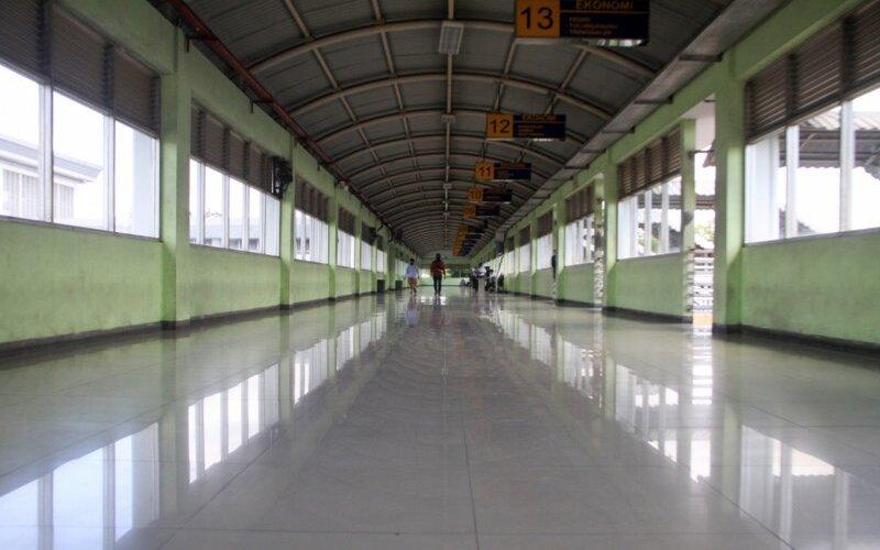 Suasana terminal Purabaya Surabaya. - Antara/Marul
