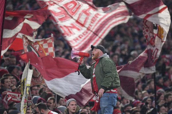 Suporter Bayern Munchen - Reuters/Andreas Gebert