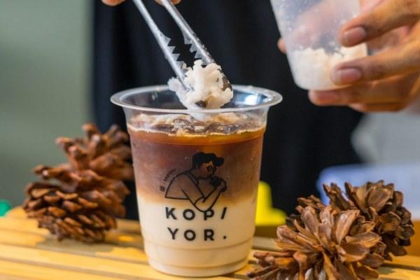 Es kopi susu kini menjadi peluang bisnis yang menarik. Pengusaha es kopi susu tengah menciptakan varian rasa baru untuk menambah ketertarikan konsumen. - istimewa