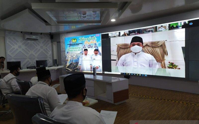 Forkopimda Kabupaten Gowa menggelar doa bersama secara daring sambut Ramadhan sekaligus agar pandemi corona segera berlalu, Kamis (23/04/2020). - Antara/Humas Gowa