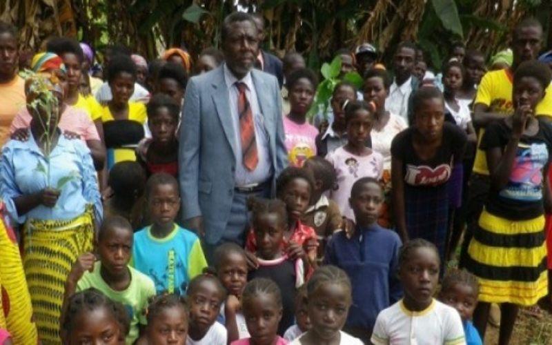 Tokoh masyarakat yang dikenal sebagai tokoh poligami di Angola meninggal dunia, Francisco Tchikuteny Sabalo meninggal dunia. Pria yang dikenal dengan Pai Grande atau Big Dad.