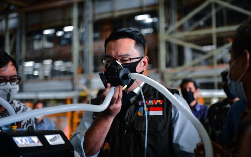Gubernur Jabar Ridwan Kamil mencoba Vent-I - Bisnis/Dea Andriyawan