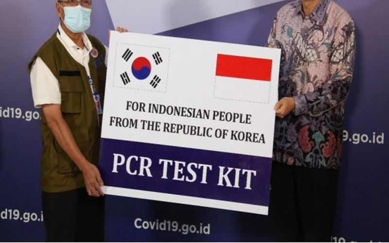 Pemerintah Korea Selatan (Korsel) mendonasikan alat uji Polymerase Chain Reaction atau PCR yang mampu memeriksa 32.200 tes dalam penanganan Covid- 19 untuk Indonesia. - www.covid19.go.id
