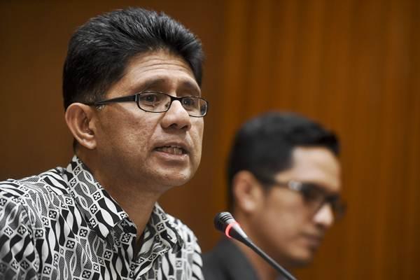 Mantan Wakil Ketua KPK Laode Muhammad Syarif (kiri) ketika memberikan keterangan pers di Jakarta, Rabu (2/8/2017) - Antara/Hafidz Mubarak A