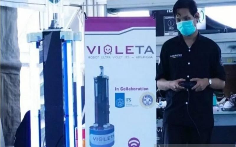 Institut Teknologi Sepuluh Nopember (ITS) berkolaborasi dengan Universitas Airlangga (Unair) Surabaya menciptakan robot Ultra Violet ITS-Airlangga (Violeta) yang berguna memudahkan proses sterilisasi ruangan untuk perawatan pasien Covid-19. - Antara