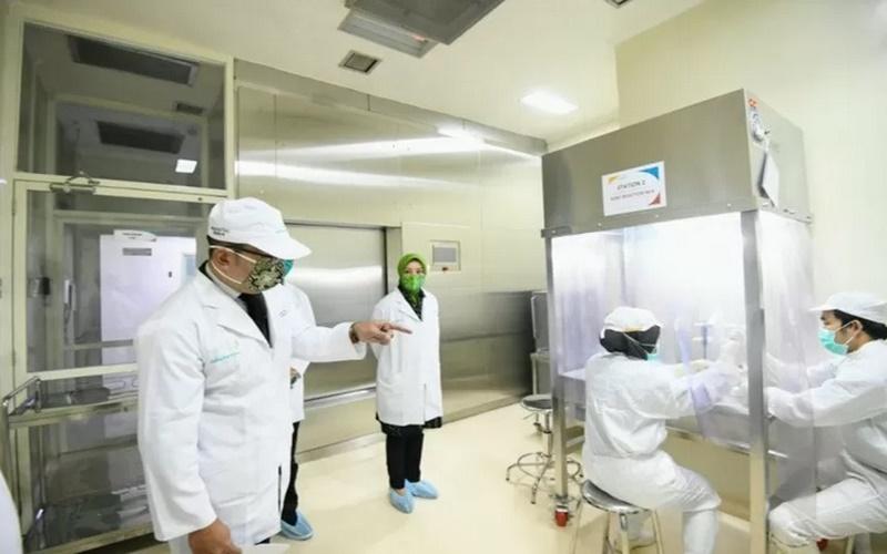 Gubernur Jawa Barat Ridwan Kamil mengunjungi PT Bio Farma di Kota Bandung, Jumat (24/4/2020). - Istimewa