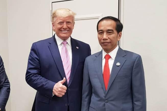 Presiden Joko Widodo (kanan) bersama Presiden Amerika Serikat Donald Trump di sela-sela menghadiri KTT G20, di Osaka, Jepang, Jumat (28/6/2019). - Istimewa