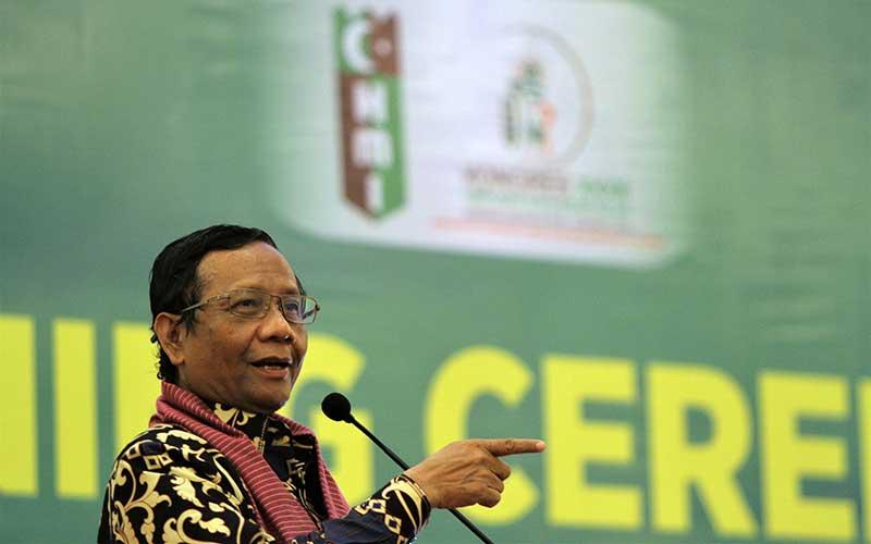 Menteri Koordinator Politik Hukum dan Keamanan (Menko Polhukkam) Mahfud MD memberi sambutan pada pembukaan Kongres ke-XXXII HMI di Kendari, Sulawesi Tenggara, Minggu (1/3/2020). - Antara Foto/Jojon