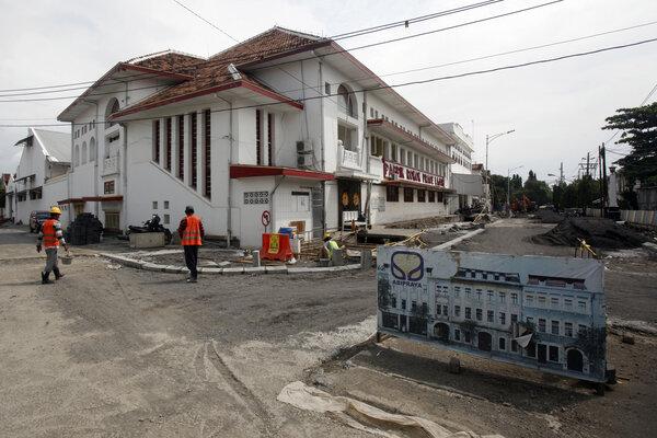 Suasana Kota Lama yang sedang direvitalisasi, Kota Semarang, Jawa Tengah, Senin (29/4/2019). - Antara/Yulius Satria Wijaya