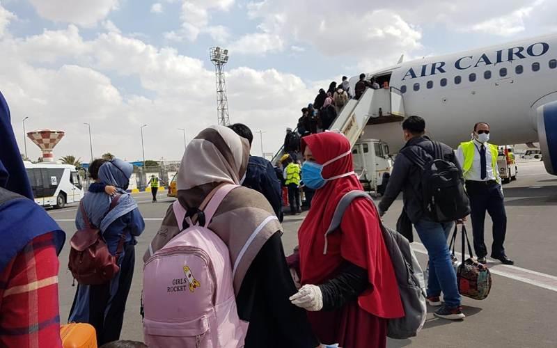 WNI di Mesir pulang ke tanah air dengan penerbangan khusus Air Cairo, Sabtu (25/4/2020). - Istimewa