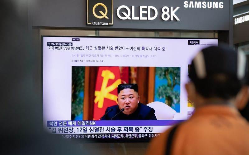 Sebuah layar menampilkan siaran berita yang menampilkan pemimpin Korea Utara Kim Jong-un di Stasiun Seoul, Korea Selatan. - SeongJoon Cho/Bloomberg