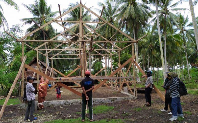 Proses pembangunan rumah hasil program bantuan stimulan perumahan swadaya. - Kementerian PUPR.