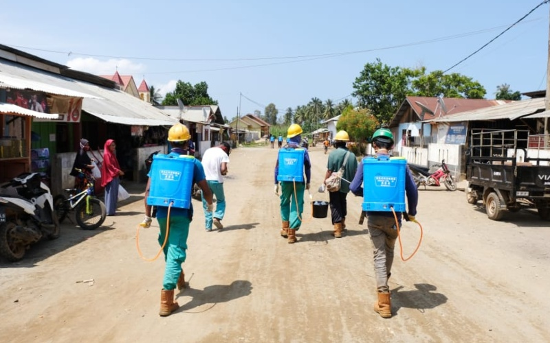 Harita Nickel bersama masyarakat Desa Kawasi di Pulau Obi, Halmahera Selatan, Maluku Utara melakukan pencegahan penyebarluasan Covid-19. -  Istimewa / Harita Nickel