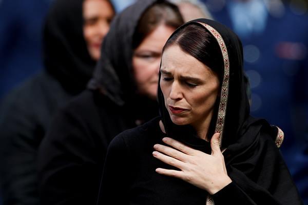 Perdana Menteri Selandia Baru Jacinda Ardern setelah salat Jumat di Hagley Park di luar masjid Al-Noor di Christchurch, Selandia Baru 22 Maret 2019. - Reuters