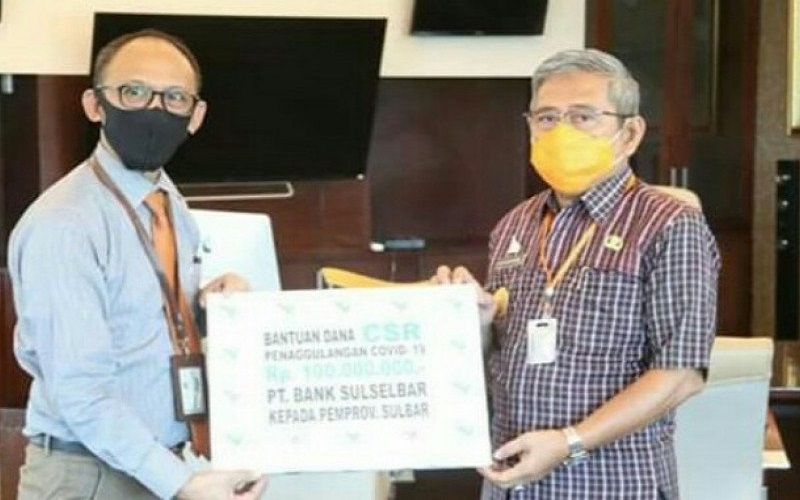 Bank Sulselbar memberikan bantuan dana senilai Rp.100 juta kepada Pemerintah Sulawesi Barat sebagai dukungan dalam penanggulangan wabah Corona Virus Disease (Covid-19) di wilayah tersebut - Antara