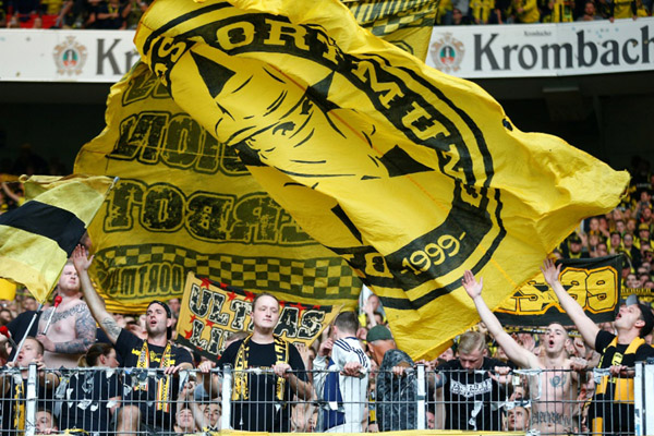Suporter Borussia Dortmund - Reuters/Ralph Orlowski