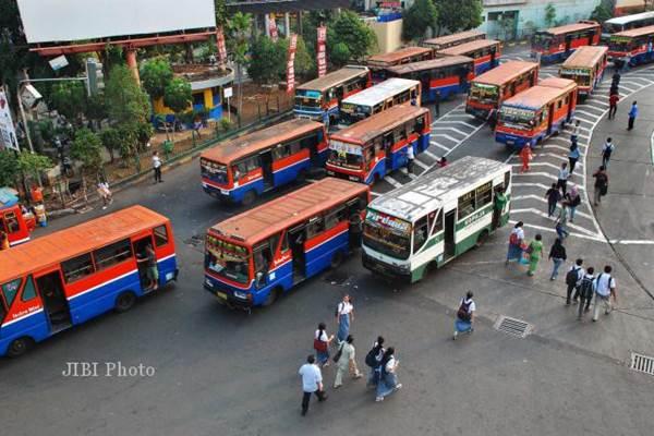 Bus Metromini dan Kopaja - Jibiphoto