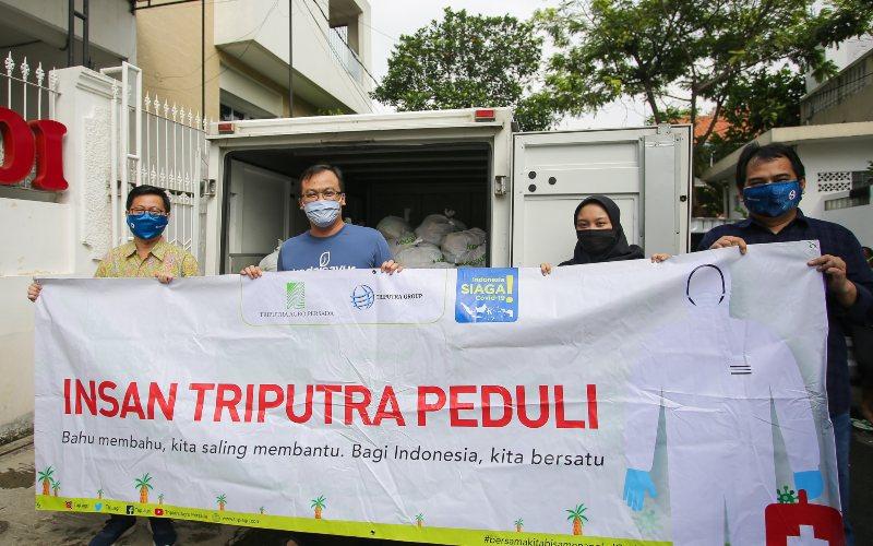 Penyerahan donasi berupa paket sembako dari PT Triputra Agro Persada ke gerakan BagiAsa.