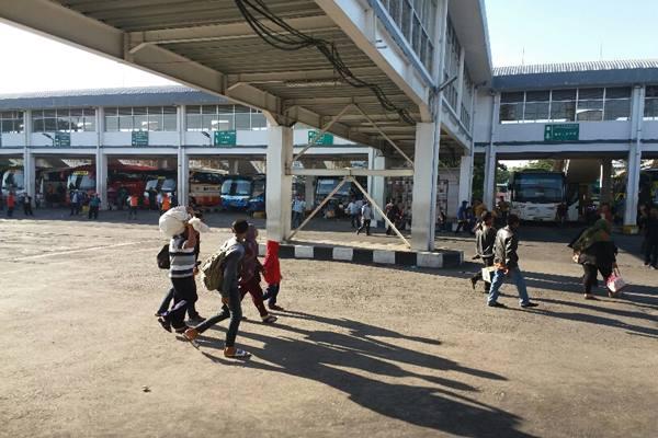Terminal Purabaya di Surabaya saat kondisi normal sebelum PSBB. - Bisnis.com/Peni Widarti