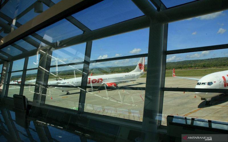 Sejumlah pesawat dari beberapa maskapai penerbangan diparkir di apron Bandara El Tari Kupang, NTT, Selasa (28/4/2020). - ANTARA/Kornelis Kaha.