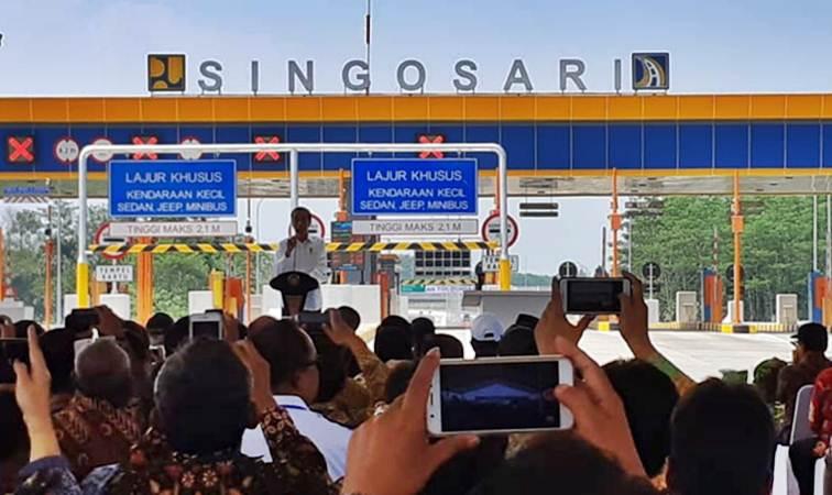 Presiden Joko Widodo memberikan sambutan dalam peresmian jalan tol Pandaan-Malang seksi I, II, dan III, di Malang, Senin (13/5/2019). - Bisnis/Amanda K. Wardhani