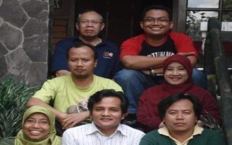 Dokter Kartono Mohamad (kiri atas). - Facebook