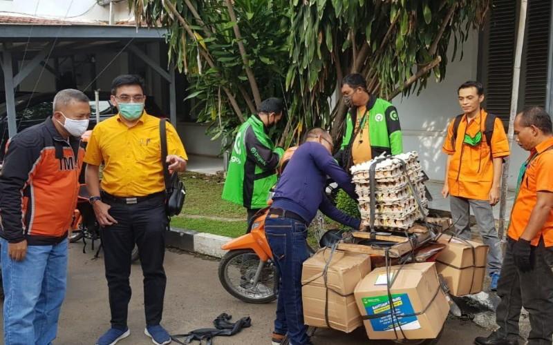 Pendistribusian bansos di Kota Cirebon - Bisnis/Hakim Baihaqi