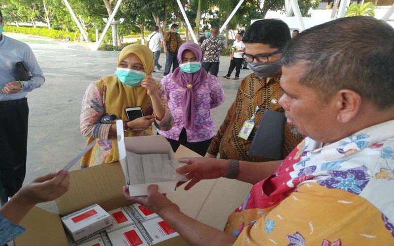 Bantuan Rapid Test untuk pengecekan masyarakat Batam. - Bisnis/ Bobi Bani.