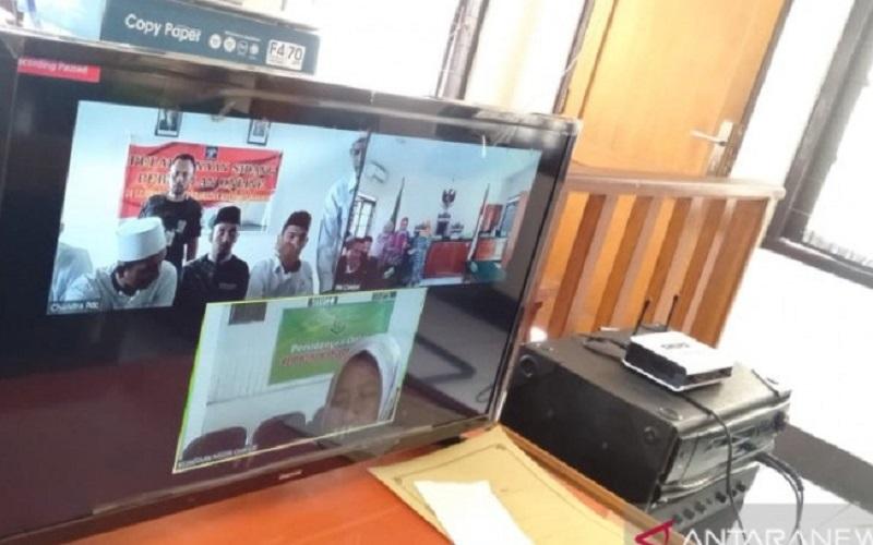 Pengadilan Negeri Cianjur, Jawa Barat, menggelar sidang lima mahasiswa yang menyebabkan Ipda Erwin meninggal dunia saat mengamankan aksi unjukrasa secara online, Rabu (29/4)  - Antara