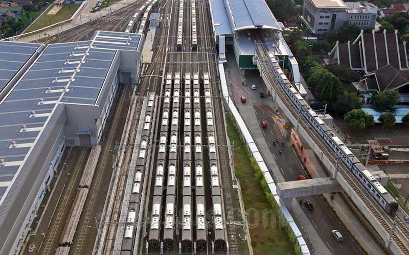 Rangkaian gerbong kereta MRT terpakir di Depo MRT Lebak Bulus, Jakarta, Senin (20/4/2020). Bisnis - Eusebio Chrysnamurti