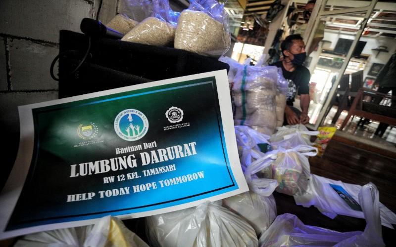 Warga Tamasari Kota Bandung benntuk lumbung darurat - Bisnis/Dea Andriyawan