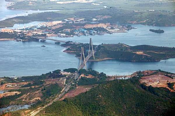 Ilustrasi Jembatan Tengku Fisabilillah atau dikenal dengan Jembatan Barelang terlihat dari udara di Batam, Kepulauan Riau, Minggu (9/4/2017). - JIBI/Dwi Prasetya