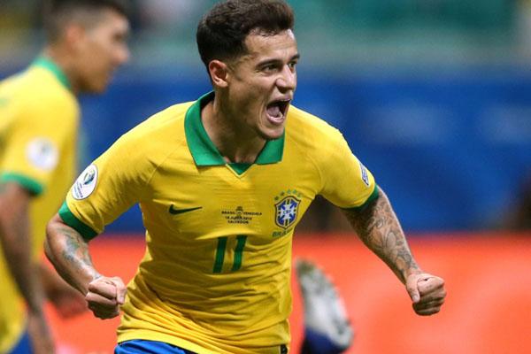 Philippe Coutinho ketika membela Timnas Brasil./Reuters - Rodolfo Buhrer