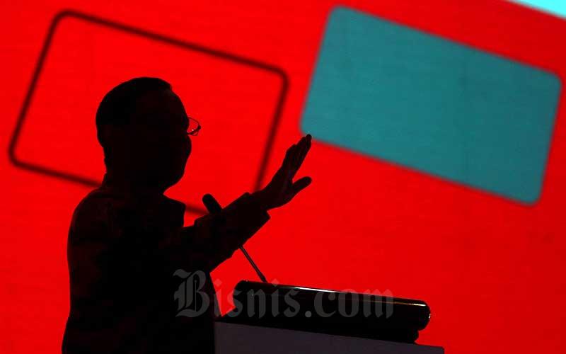Menteri Koordinator Bidang Politik, Hukum, dan Keamanan Mohammad Mahfud MD memaparkan materi pada acara Bincang Seru Mahfud di kampus Universitas Padjadjaran (Unpad), Bandung, Jawa Barat, Rabu (30/10/2019). Bisnis - Rachman
