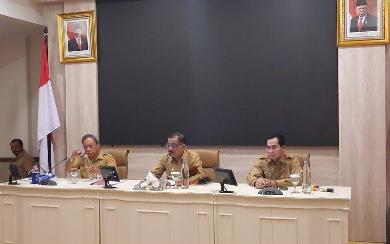 Wali Kota Ambon Richard Louhenapessy mengatakan pemerintah kota menyiapkan regulasi mengenai penerapan PSBB untuk mengendalikan Covid-19. - Antara