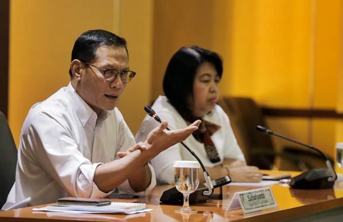 Kepala Badan Pusat Statistik (BPS) Suhariyanto (kiri) memberikan paparan dalam konferensi pers, di Jakarta, Rabu (6/2/2019). - Bisnis/Felix Jody Kinarwan