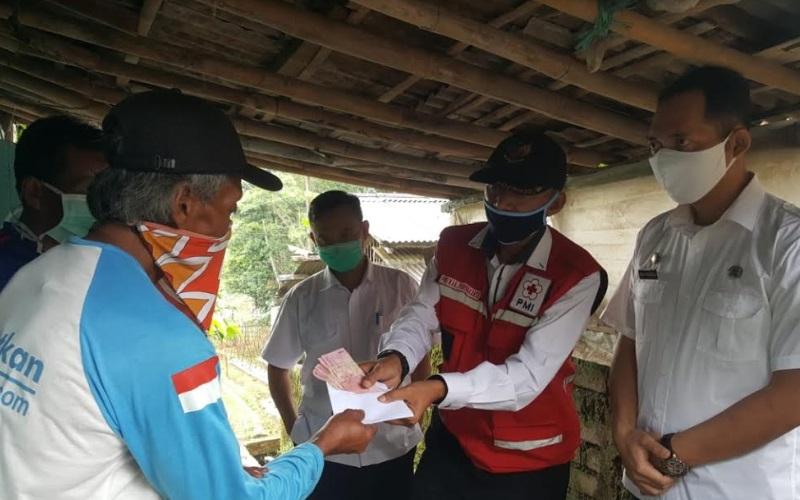 Bantuan Langsung Tunai (BLT) yang berasal dari Dana Desa di Kabupaten Purwakarta mulai disalurkan kepada masyarakat penerima manfaat.