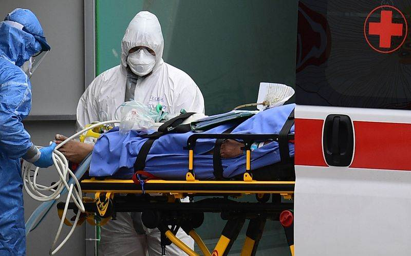 Tenaga medis di RS San Raffaele, Milan, 23 Maret 2020, sedang menerima pasien./Bloomberg-Miguel Medina - AFP via Getty Images