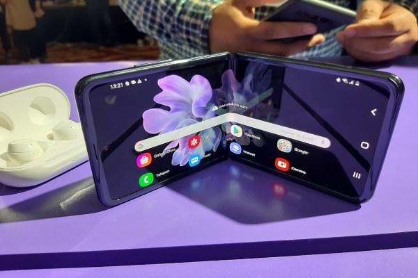 Samsung berencana meningkatkan kapasitas produksi layar lipat menjadi 600.000 unit pada Mei mendatang. - istimewa\n